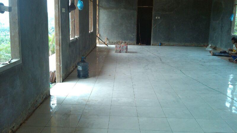 Pembangunan Asrama Sudah Mencapai Pemasangan Kramik
