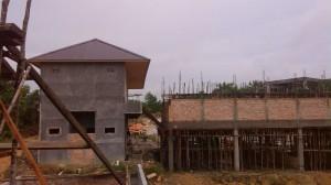 Kiri : Bangunan Asrma Kanan : Ruangan Kelas dan Kantor  Foto Ini diambil beberapa hari yang lalu